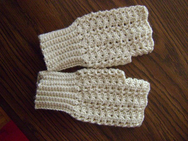 Crochet Fingerless Gloves : Crochet Fingerless Gloves Pattern Free