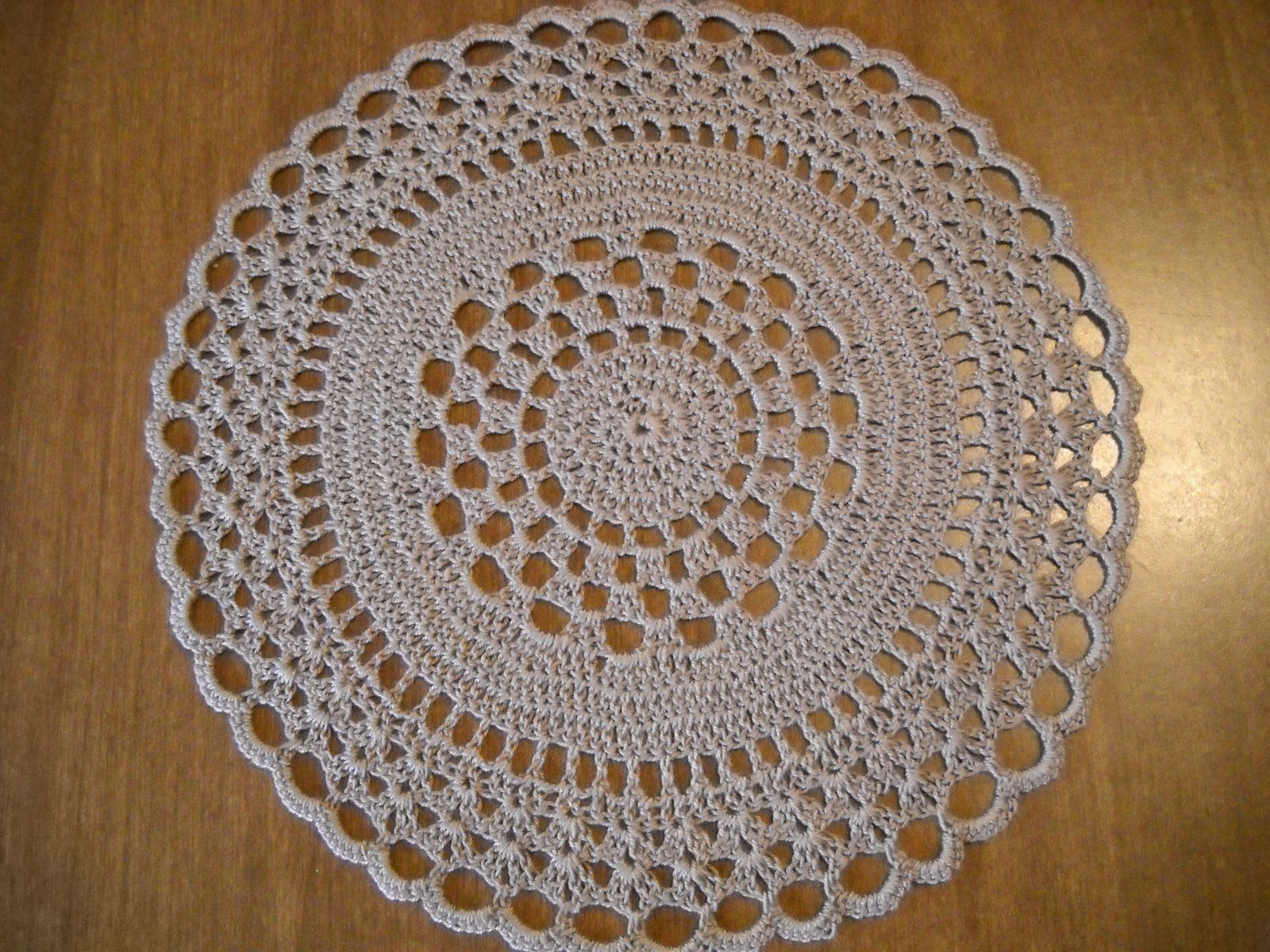 Crocheting Rounds : Easy Crochet Round Doily Pattern