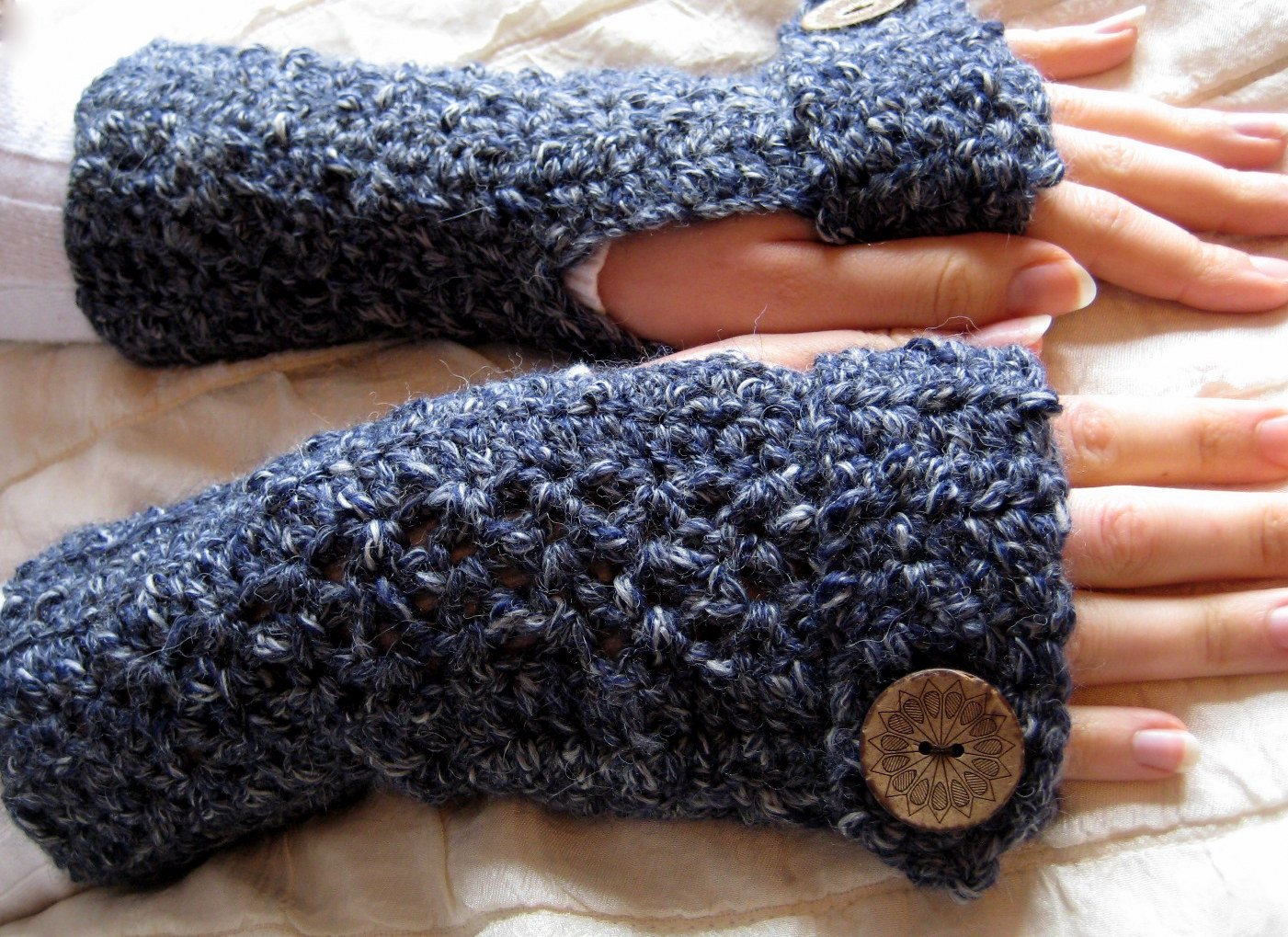 Free Crochet Pattern Gloves Fingerless : Crocheted Fingerless Gloves Pictures to pin on Pinterest