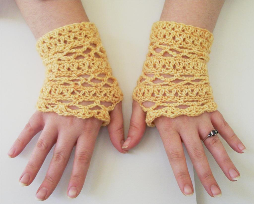 Free Crochet Patterns Lace Gloves : 17 Fingerless Gloves Crochet Patterns Guide Patterns