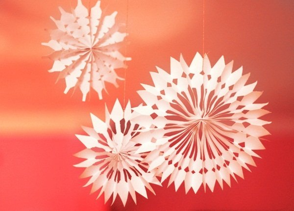 make paper snowflakes How to make a 3d paper snowflake three dimensional paper snowflakes look beautiful hanging in a.