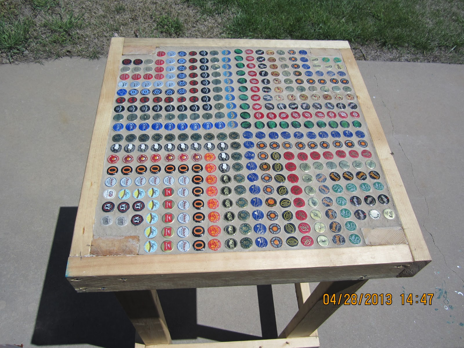 18 diy beer bottle cap table designs guide patterns for Table design using php