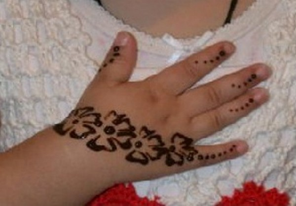 Mehndi For Small Girl : Simple mehndi designs for kids guide patterns