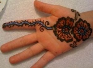 Simple Mehndi Design for Kids