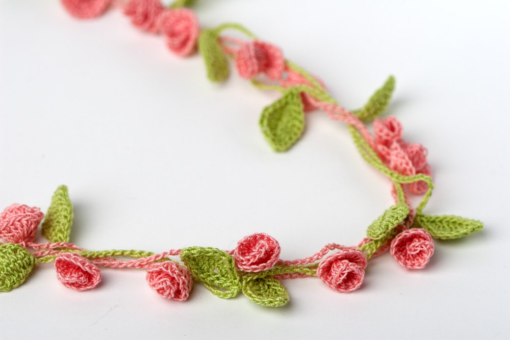 Small Rose Flower Crochet Pattern : 25 Cool Crochet Necklace Patterns Guide Patterns