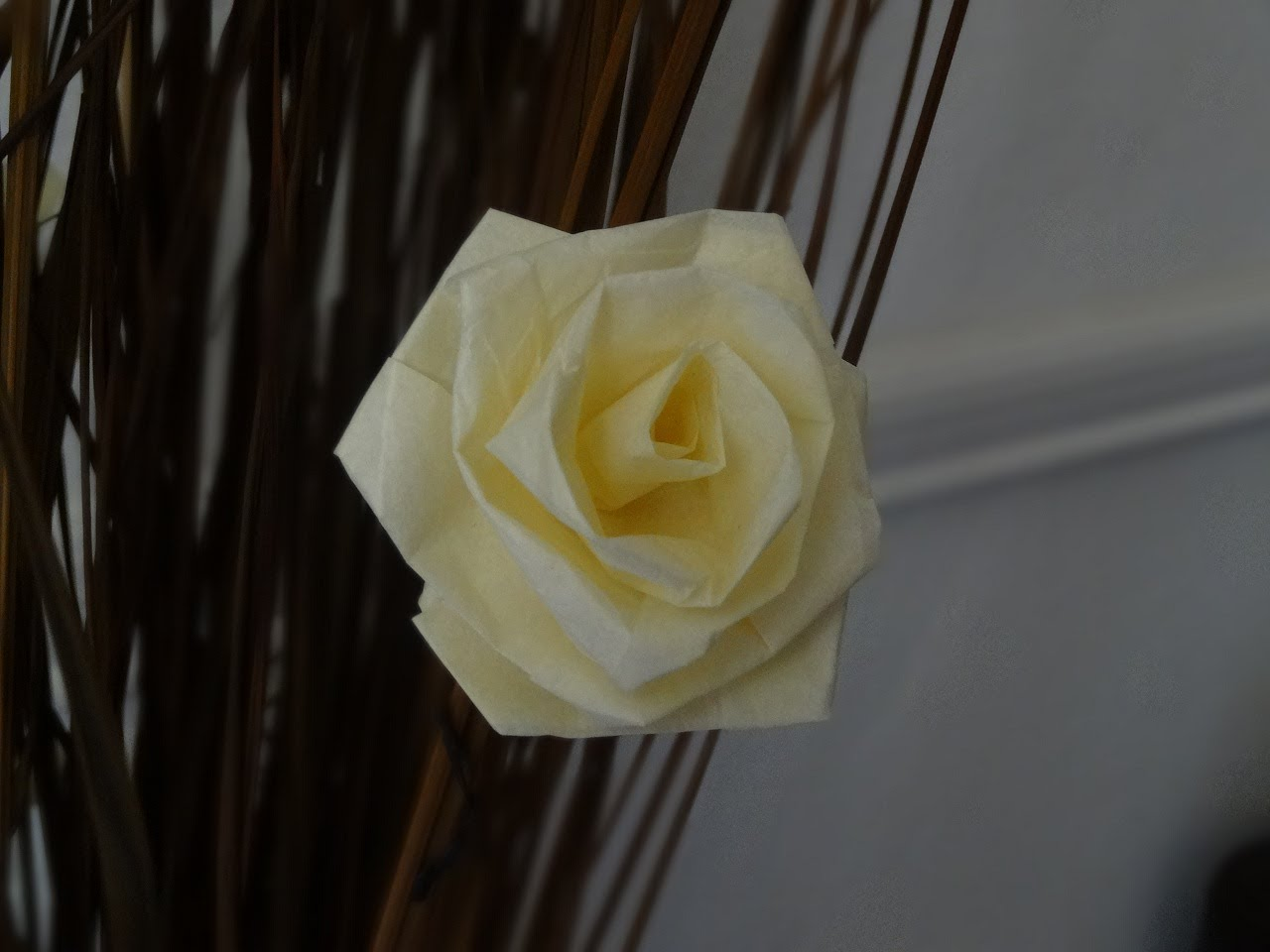 How Do You Design Home For Someone With >> 13 DIY Tissue Paper Roses | Guide Patterns