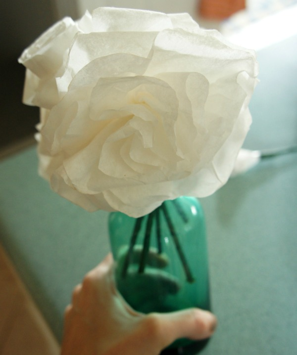 13 diy coffee filter roses with instructions guide patterns coffee filter rose tutorial mightylinksfo