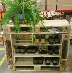 Repurposed Pallet Shoe Rack