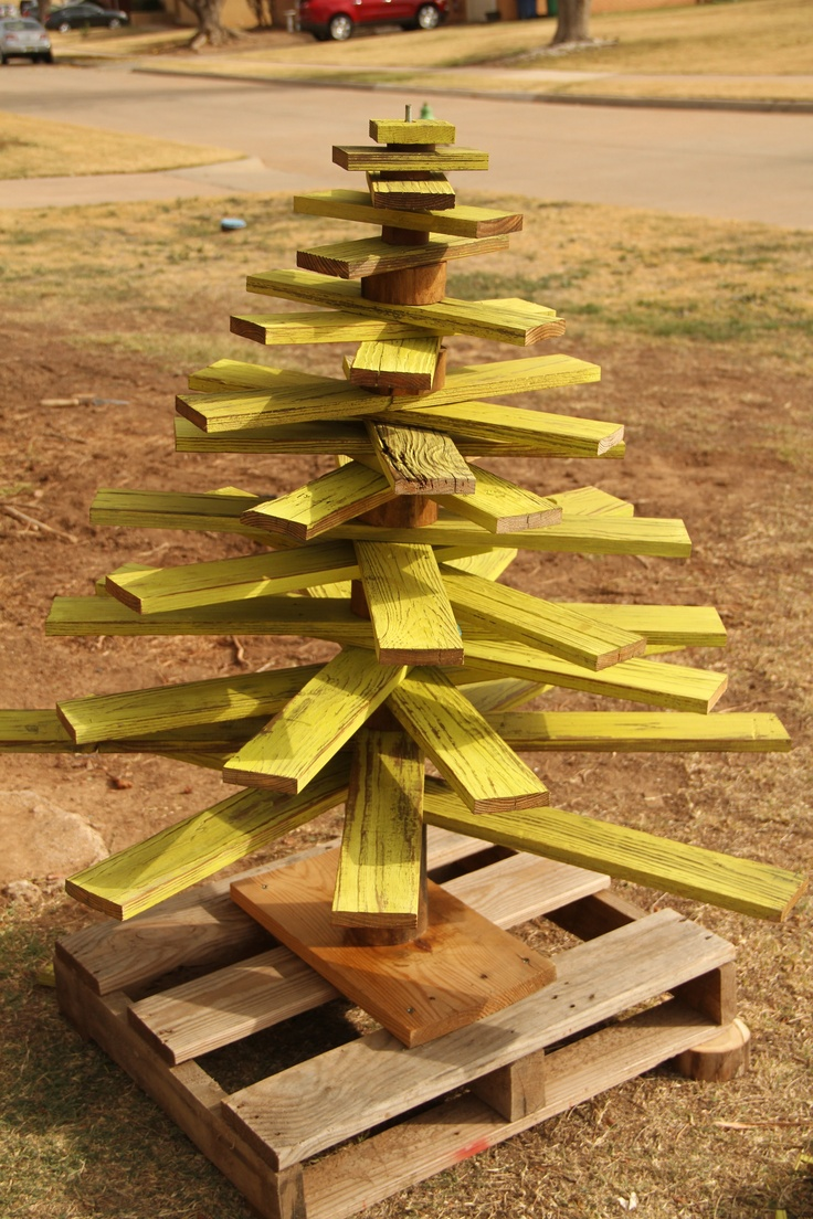 wooden christmas tree - Wood Pallet Christmas Tree