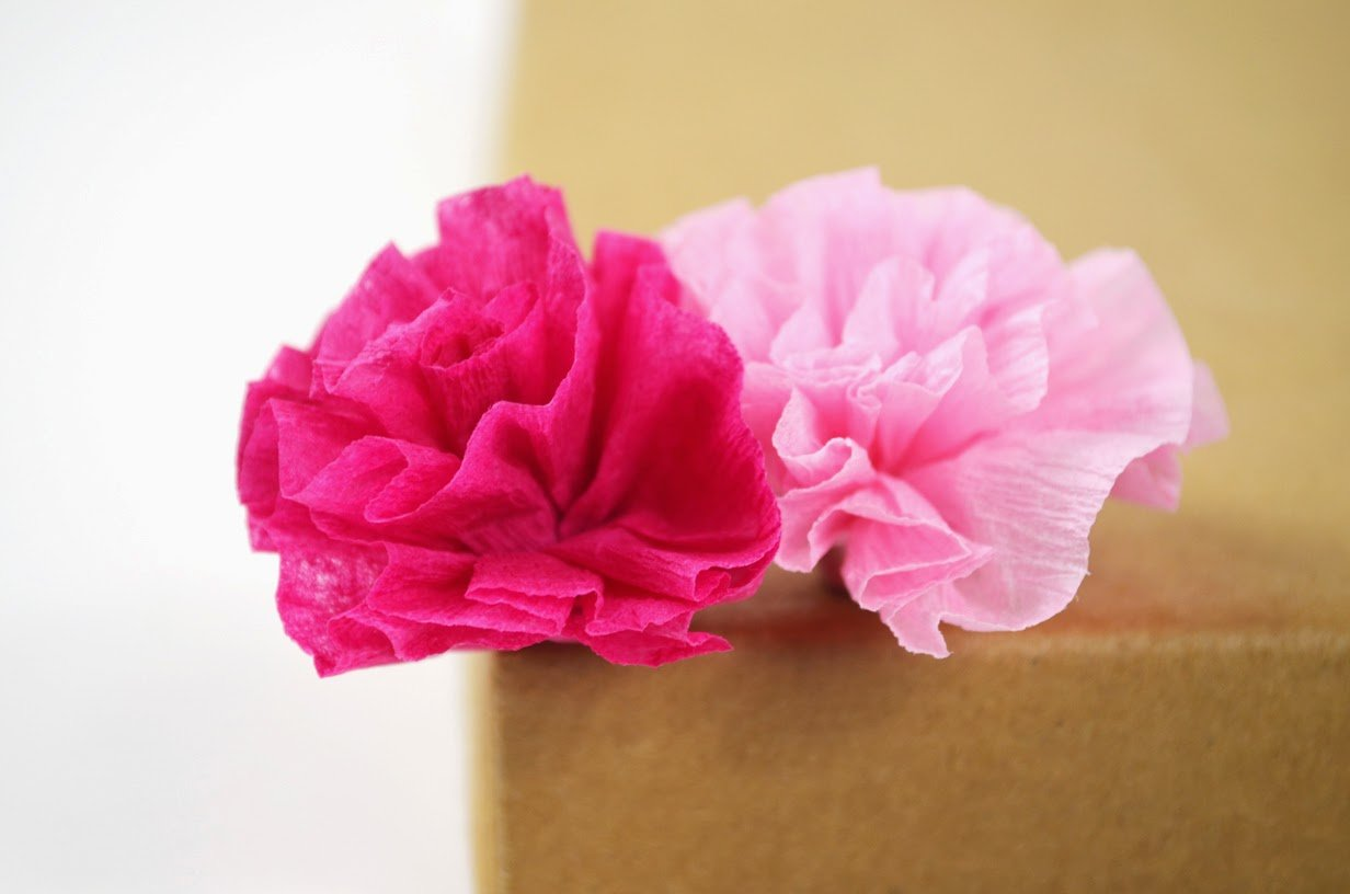 20 diy crepe paper flowers with tutorials guide patterns crepe paper streamer flowers mightylinksfo