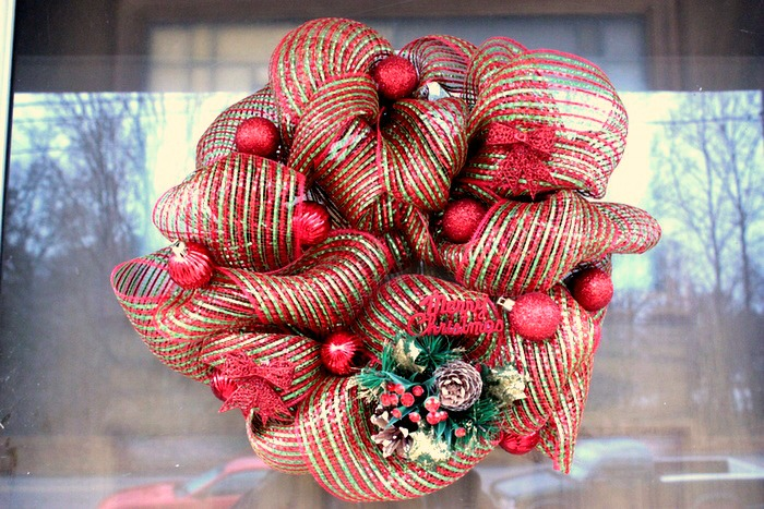 How to make a mesh wreath 30 diys with instructions guide patterns how to make mesh wreath solutioingenieria Gallery