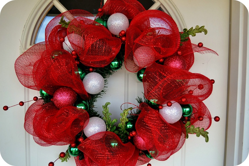 How to make a mesh wreath 30 diys with instructions for How to make christmas door wreaths