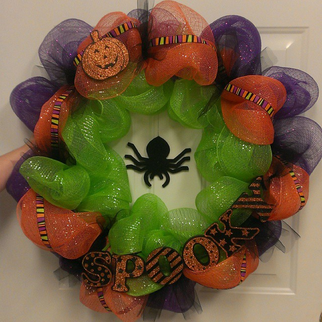How to Make a Mesh Wreath: 30 DIYs with Instructions ...