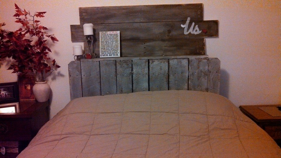 Pallet headboard with shelves images for Pallet headboard with shelves