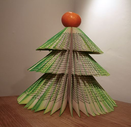 17 DIY Instructions and Ideas to Make a Christmas Tree with Books ...