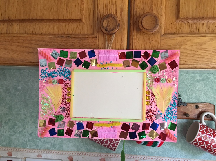 22 DIY Cardboard Picture Frames | Guide Patterns