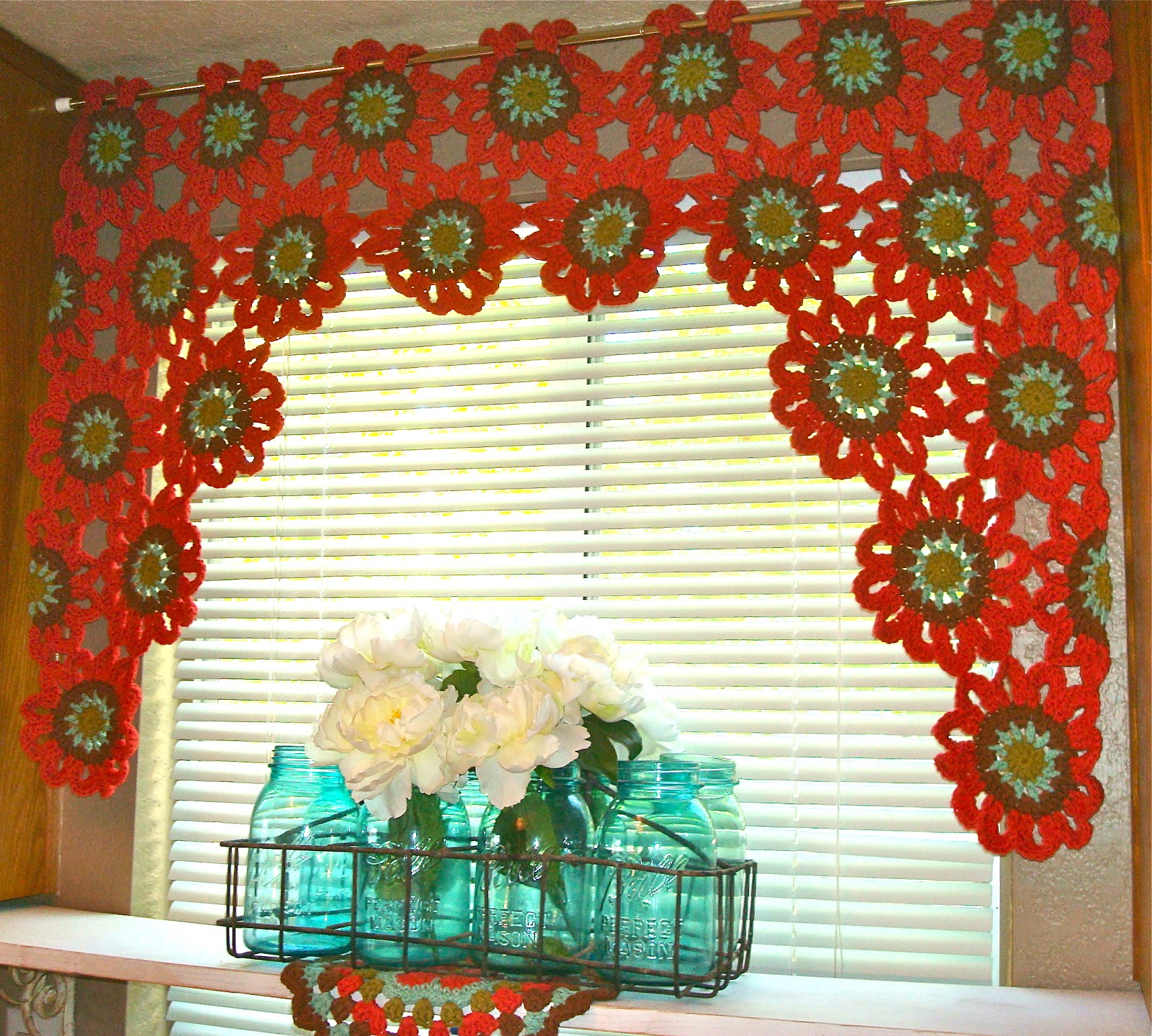 19 cool patterns for crochet curtains guide patterns - Cortinas para cocina ...