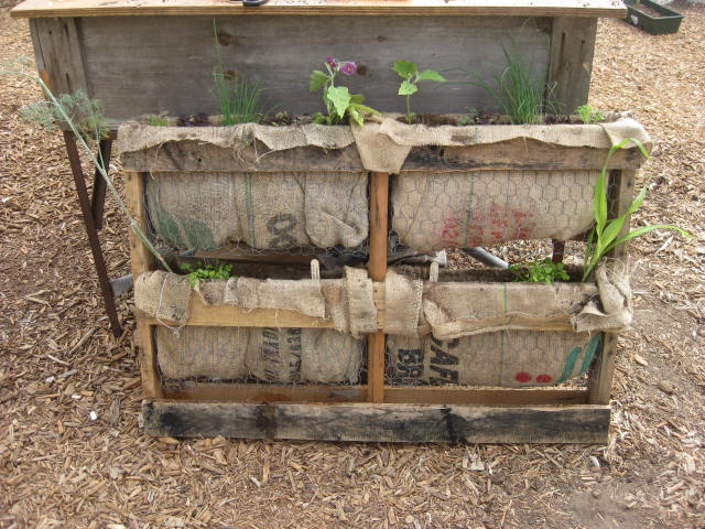 25 Easy DIY Plans and Ideas for Making a Wood Pallet ...