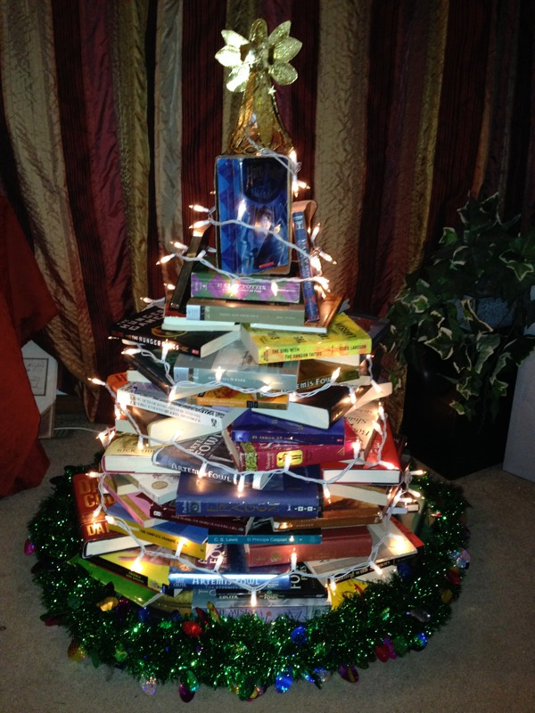 how to build a book christmas tree