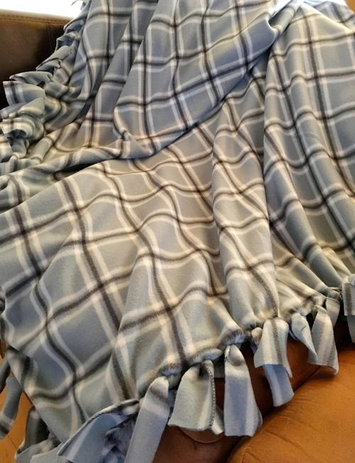 How To Make Tie Fleece Blankets 29 Tutorials Guide Patterns
