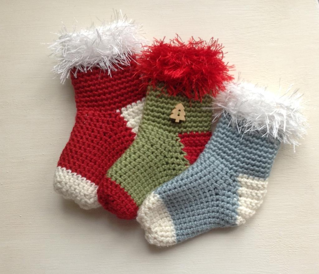20 free crochet christmas stocking patterns guide patterns crochet pattern for mini christmas stockings bankloansurffo Image collections