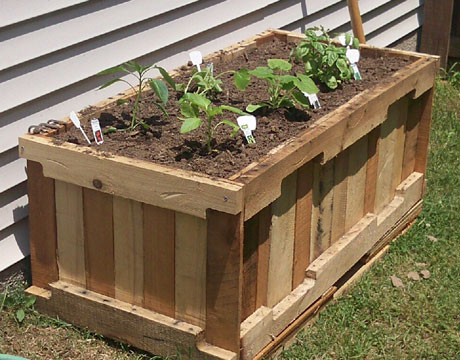 25 easy diy plans and ideas for making a wood pallet planter guide patterns. Black Bedroom Furniture Sets. Home Design Ideas