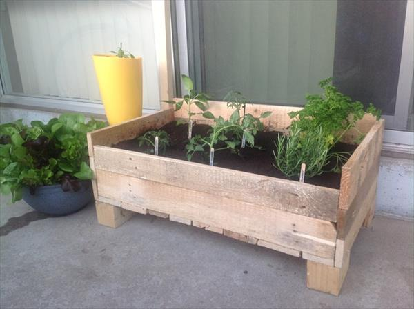 Making garden boxes from pallets