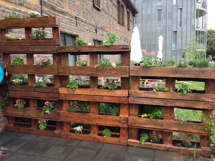 25 easy diy plans and ideas for making a wood pallet for How to make a vertical garden using pallets