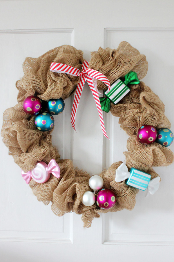How to make a burlap wreath 30 diy tutorials guide patterns for Burlap ribbon craft ideas