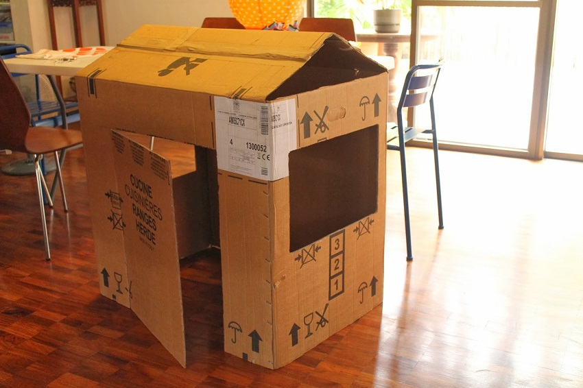 16 Diy Cardboard Playhouses on spaceship house plans