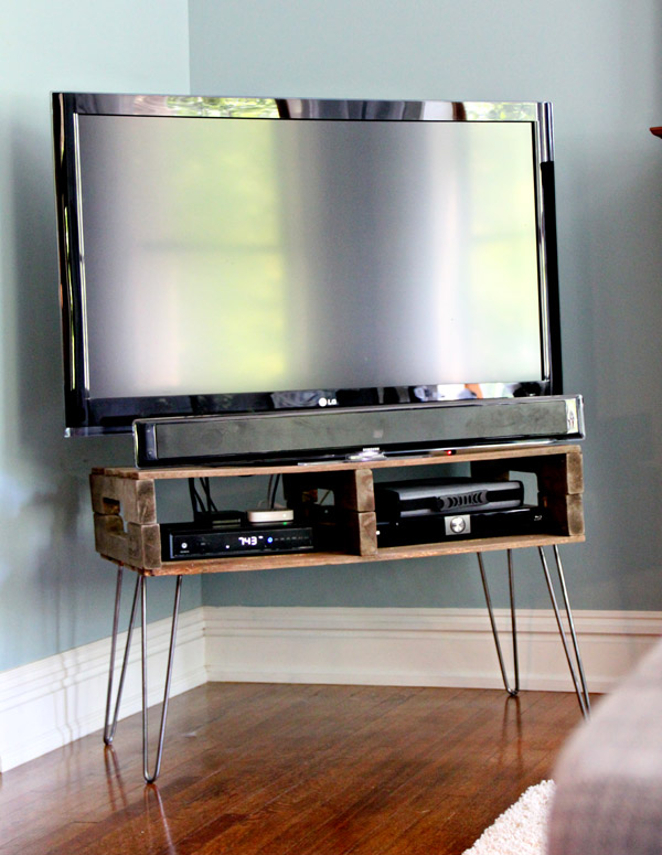 13 diy plans for building a tv stand guide patterns. Black Bedroom Furniture Sets. Home Design Ideas