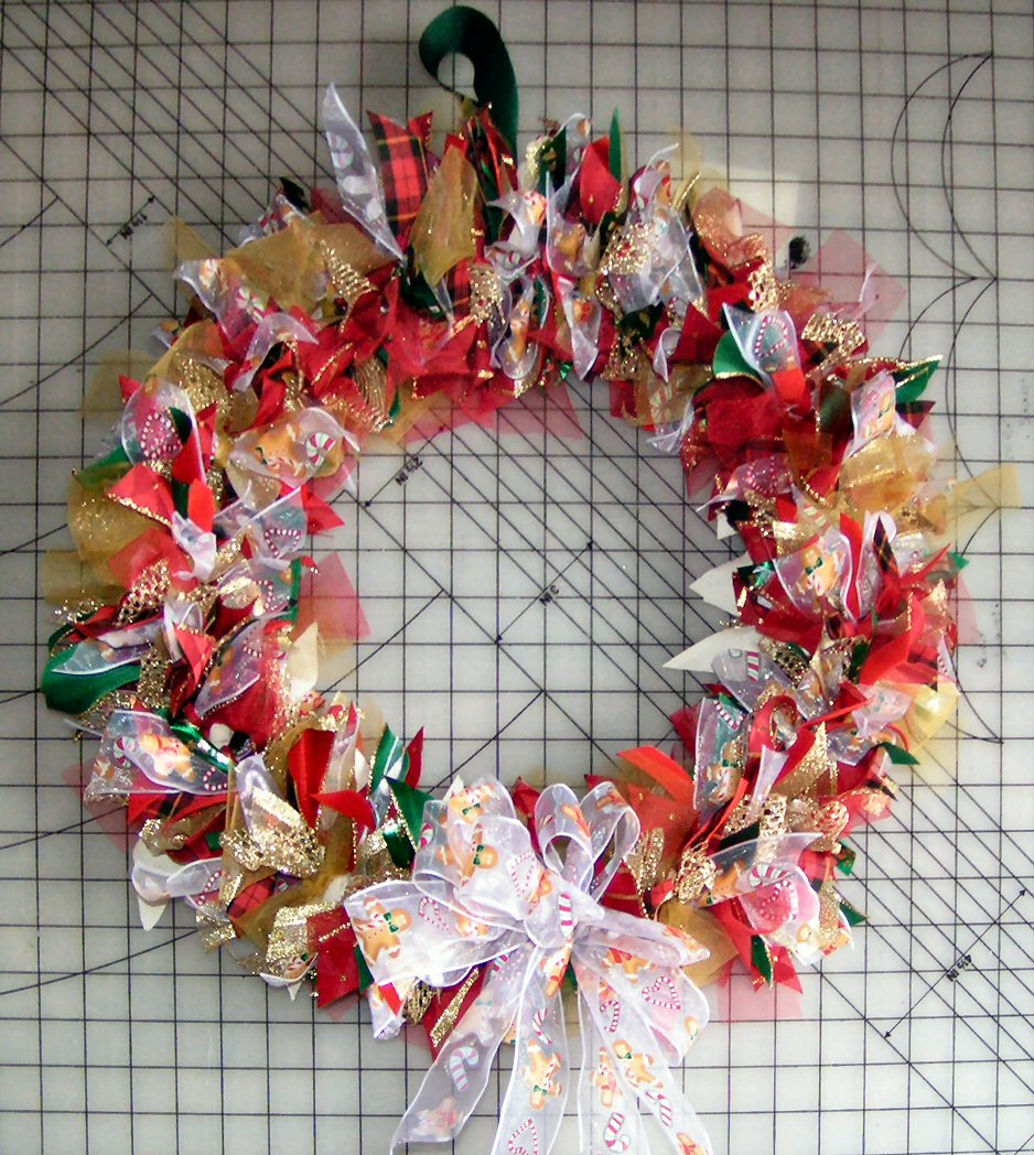 How to make a wreath with tulle and ribbon