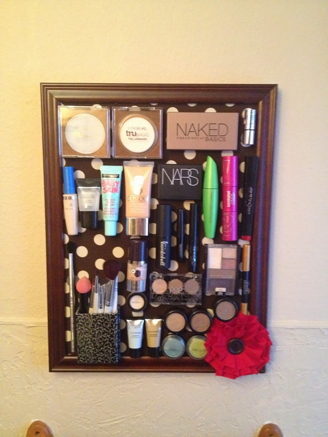 How To Make A Makeup Room Function