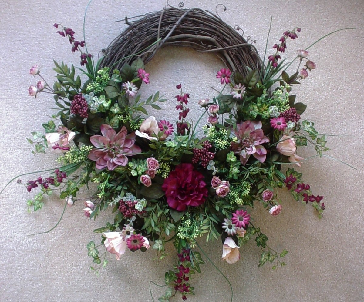 How To Make Grapevine Wreaths 18 Diys Guide Patterns: making wreaths