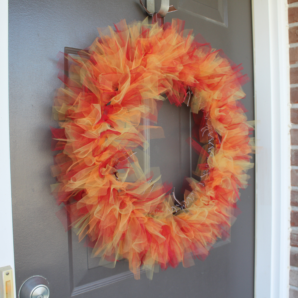 How to make a tulle wreath 21 tutorials guide patterns for How to make christmas door wreaths