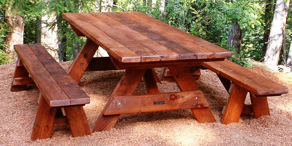 how to clean a wooden picnic table