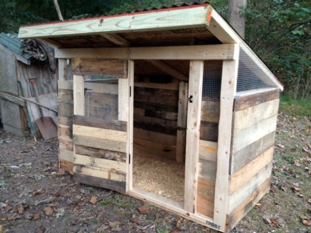 How to build a pallet chicken coop 20 diy plans guide Chicken coop from pallet wood