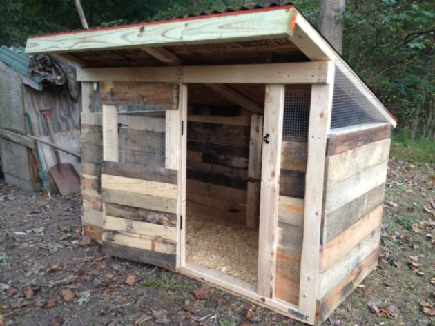 How to build a pallet chicken coop 20 diy plans guide for How to build a chicken coop from wooden pallets