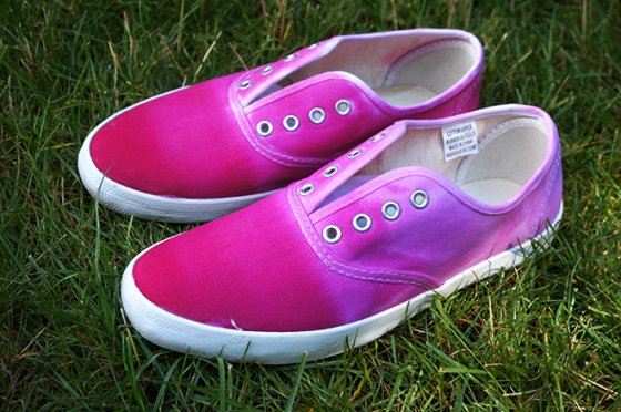 1e8e03a6972f59 How to Tie Dye Shoes  14 Fascinating Ways