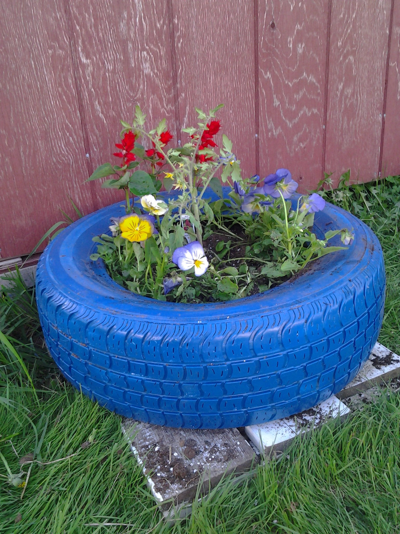 11 tire planters with diy instructions guide patterns for Puits decoration jardin