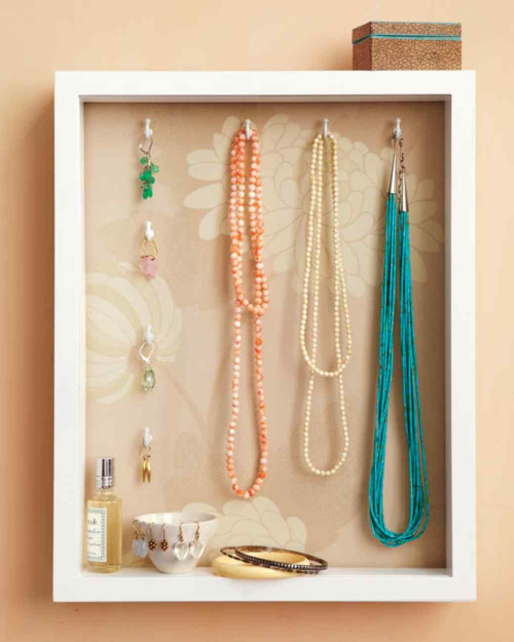 25 cool diy ideas for making a jewelry holder guide patterns for Jewelry displays