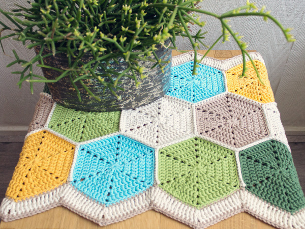 Crochet Free Pattern Table Runner : 32 Free Crochet Table Runner Patterns Guide Patterns