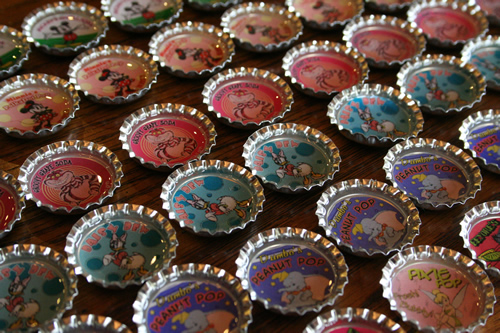How to make bottle cap magnets 22 creative diys guide for Creative ideas with bottle caps