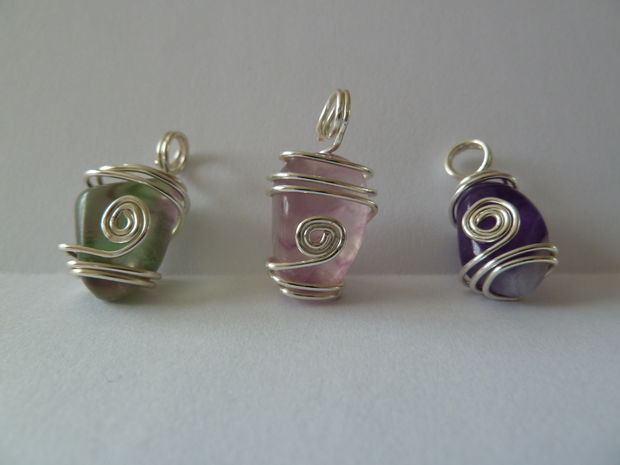 Wire wrapped pendants 42 interesting designs guide patterns for How to make rock jewelry