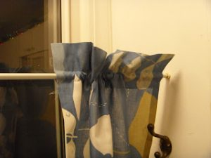No-Sew Pillowcase Curtain