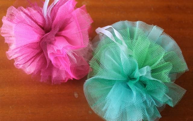 How to Make Tulle Pom Poms: 16 Fun Tutorials | Guide Patterns