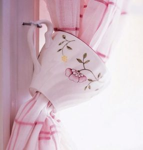 Cup to Tie Back Curtain