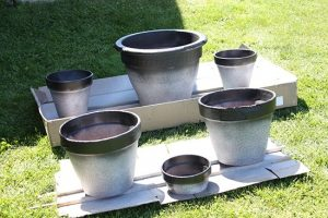 Spray Paint Flower Pots