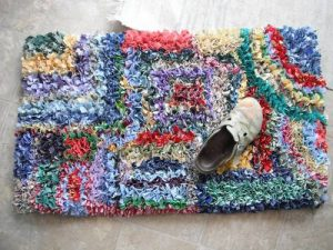 T-Shirt Rag Rug Tutorial