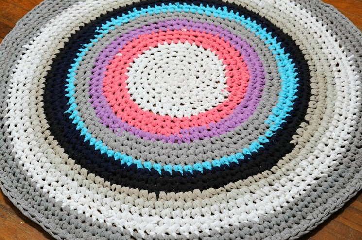 T Shirt Rug Tutorial
